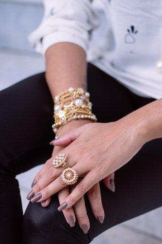 do que sao feitas as bijuterias